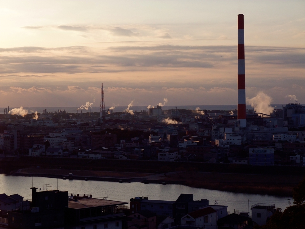 旭化成工場と延岡市街