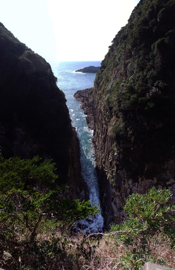 日向岬馬ケ背の断崖絶壁