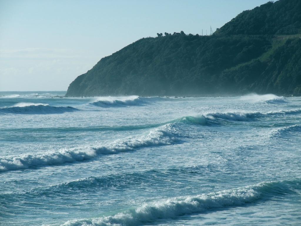 宮之浦の海は荒波に