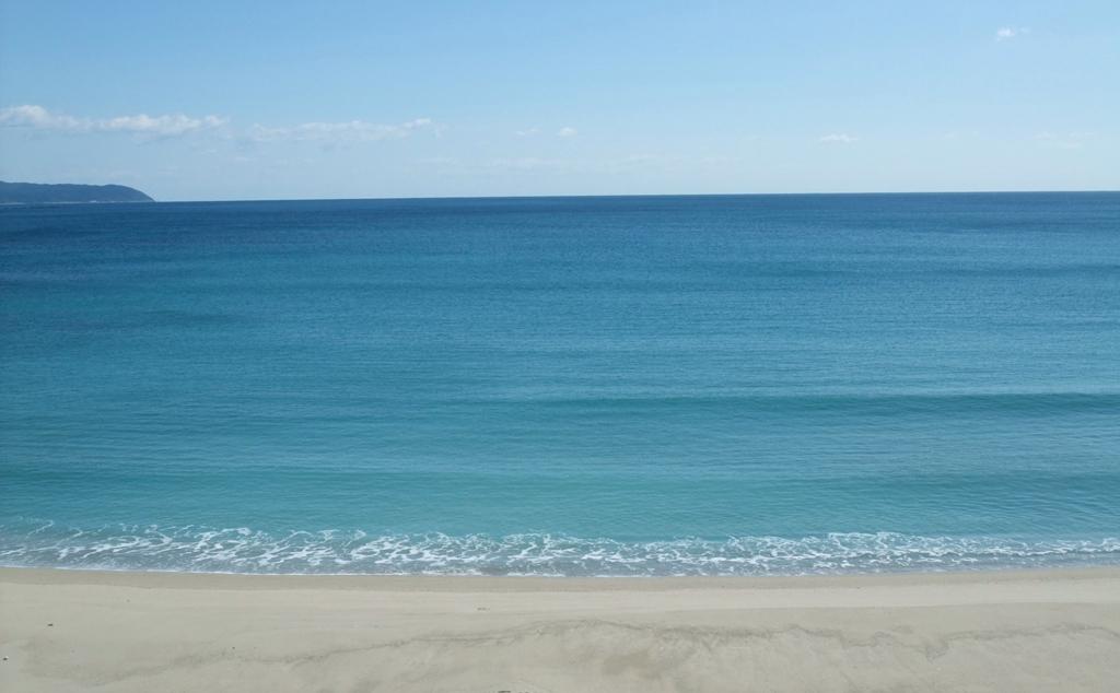 ダグリ岬近くの白い砂浜
