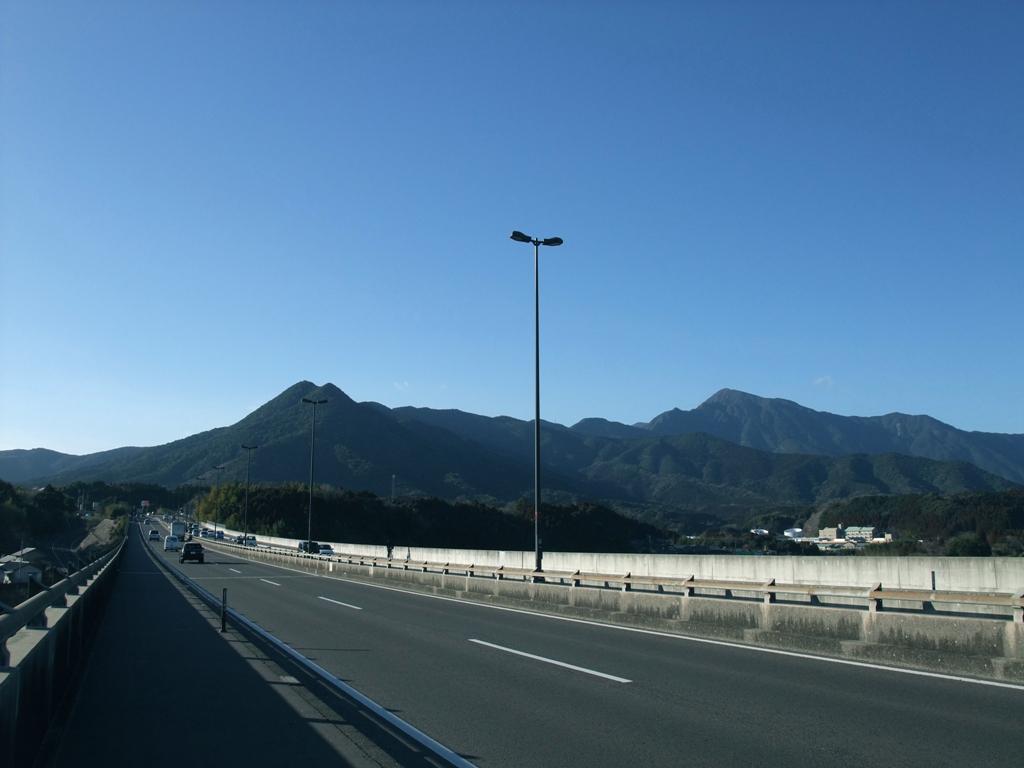 鹿屋大橋と高隅山