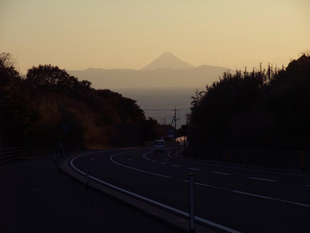 錦江湾とその向こうには薩摩富士開聞岳が
