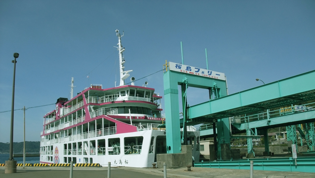 桜島フェリーで鹿児島市街へと渡る