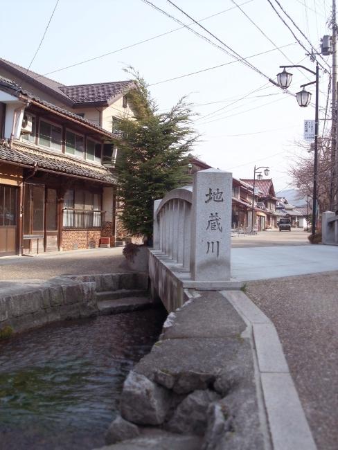 地蔵川醒井宿の清流