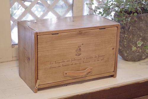 ナチュラルな木製ブレッドストッカー