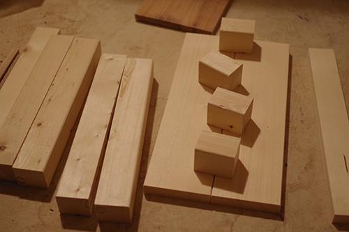 オーダーメイドの木製スツール