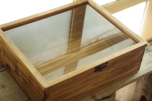 セリアの木製フォトフレームをコレクションケースに
