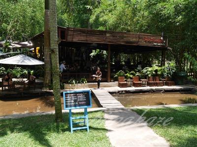 川のせせらぎ、気持ち良い「Baan Suan Bakery」