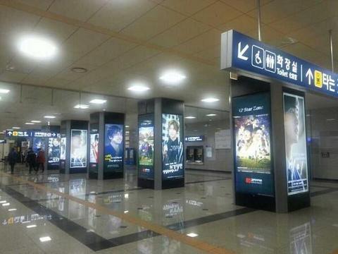 140216チャミ駅広告