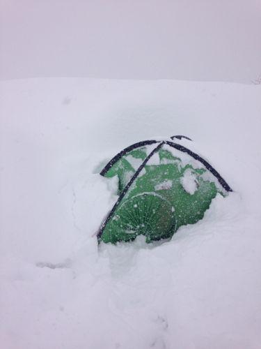 2すぐに埋まるテント