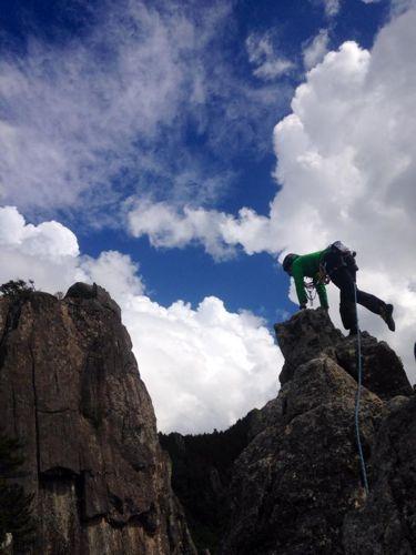 5怪しい雲をバックに登る