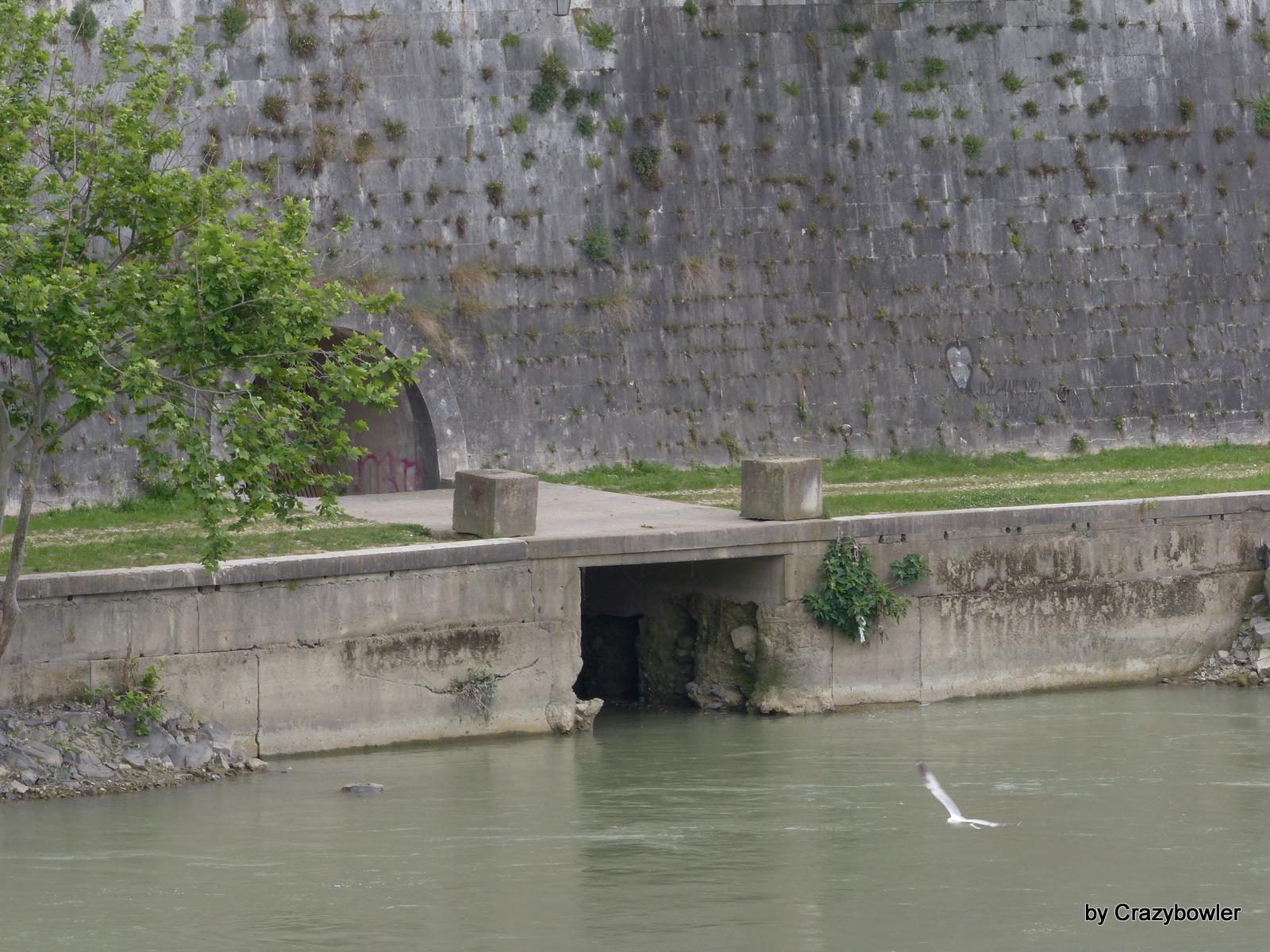 マラーナ水道(Aqua Marrana)の出口?