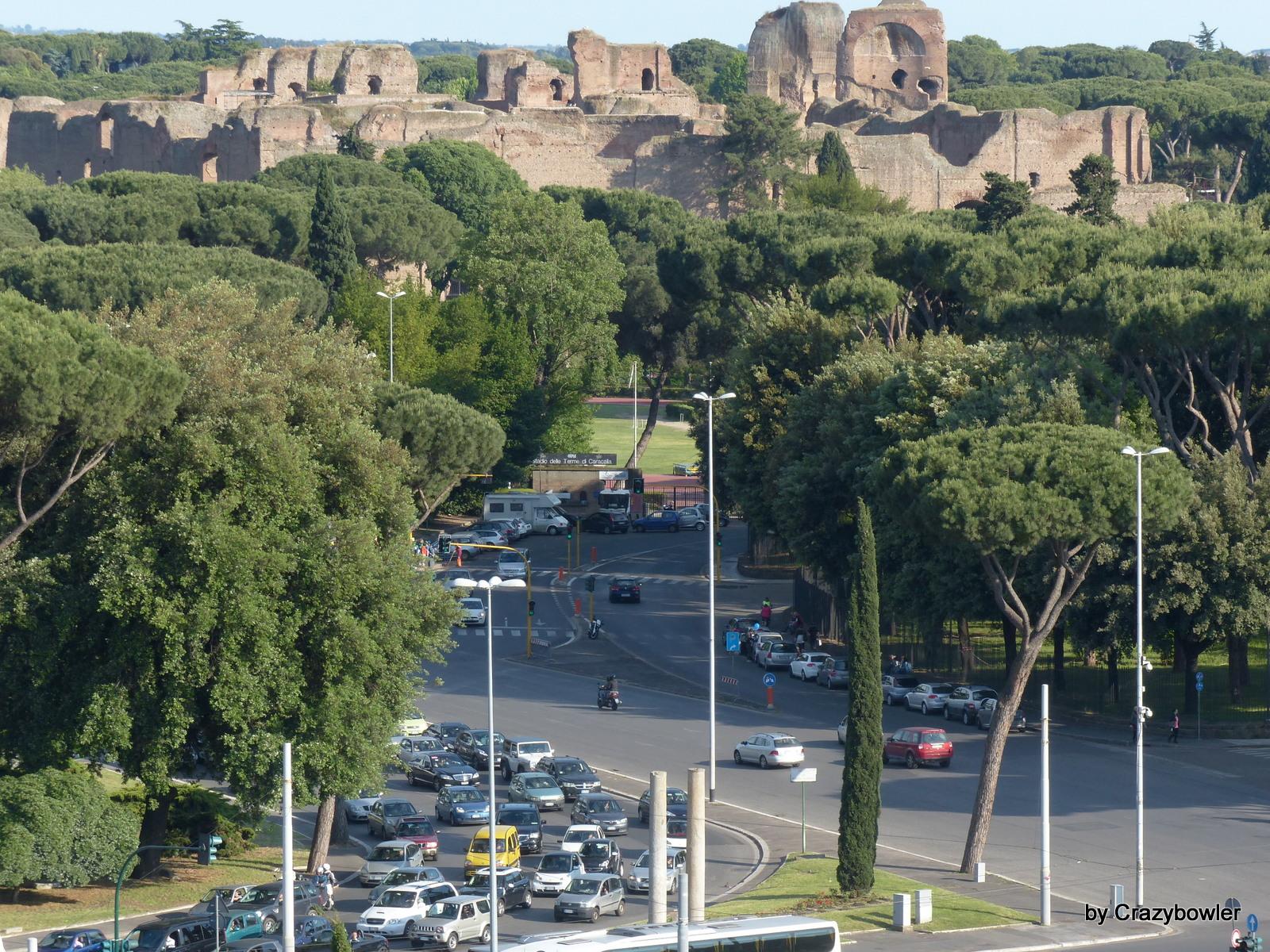パラティーノの丘から見るカラカラ浴場