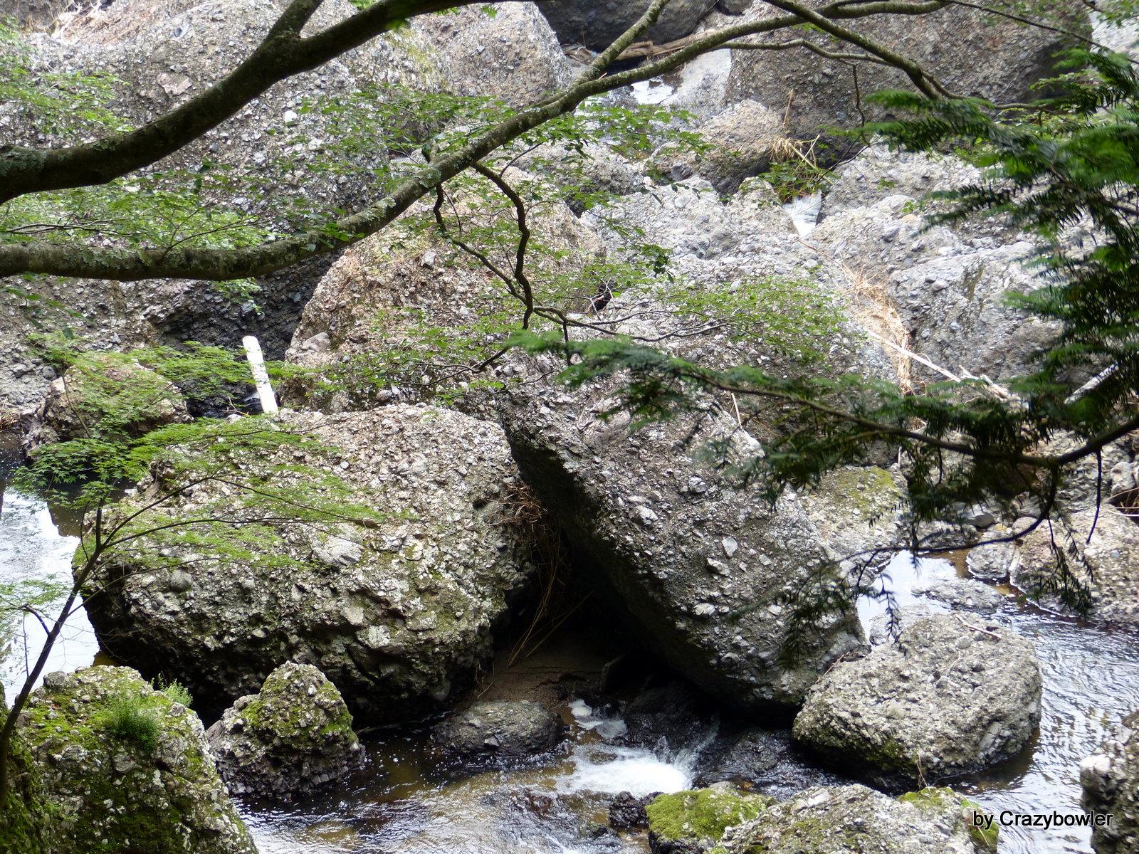 袋田の滝(滝の後の河原)