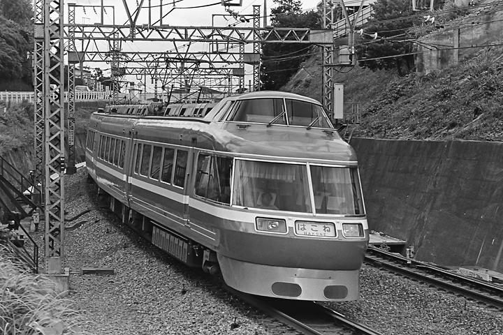 198505新百合_7000形