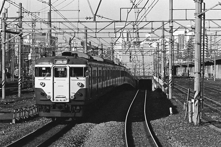 198512品川駅_横須賀線113系