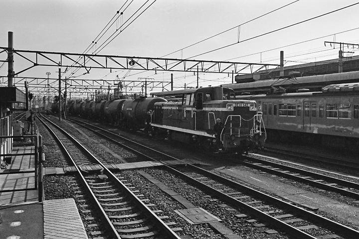 198602八王子駅_DE10貨物01
