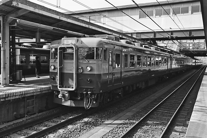 198602八王子駅_165系急行アルプス-01