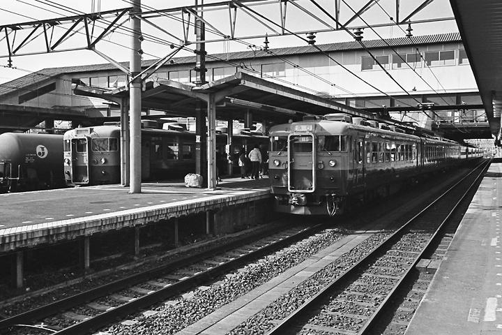 198602八王子駅_165系急行アルプス-02