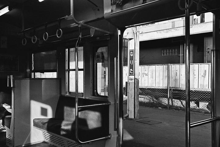 198602成田線成田駅_111系車内