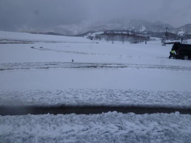 4月なのに道に積雪