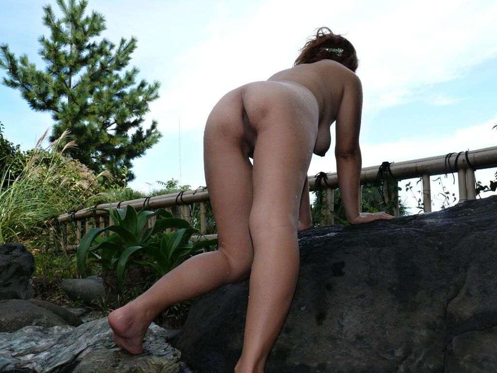 混浴露天風呂で撮影した彼女のハダカ画像
