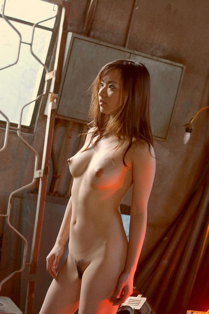綺麗なお姉さんの全裸ヌード写真 16