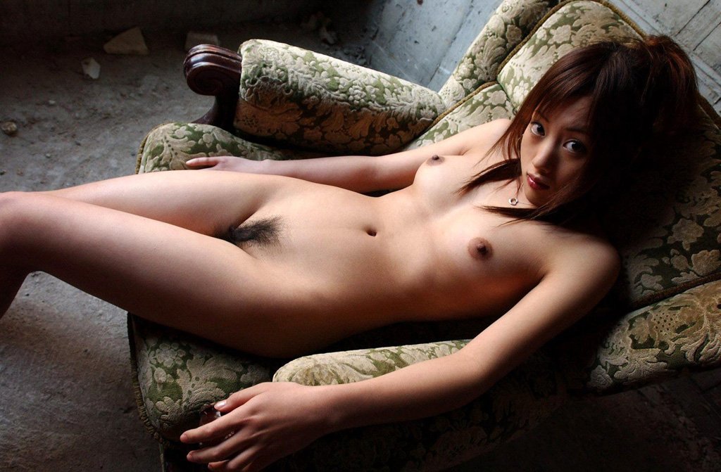 綺麗なお姉さんの全裸ヌード写真 17