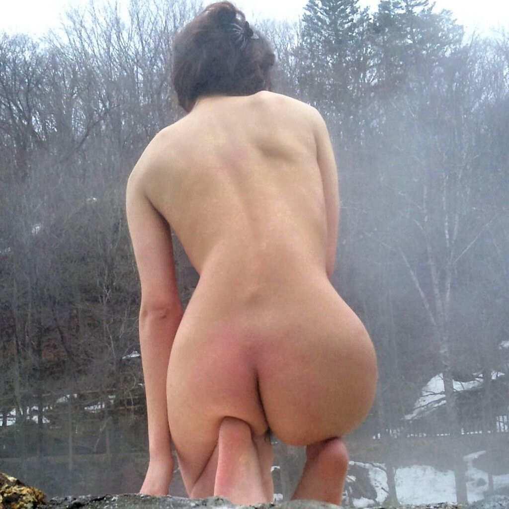 混浴露天風呂で撮影した彼女のハダカ画像 17