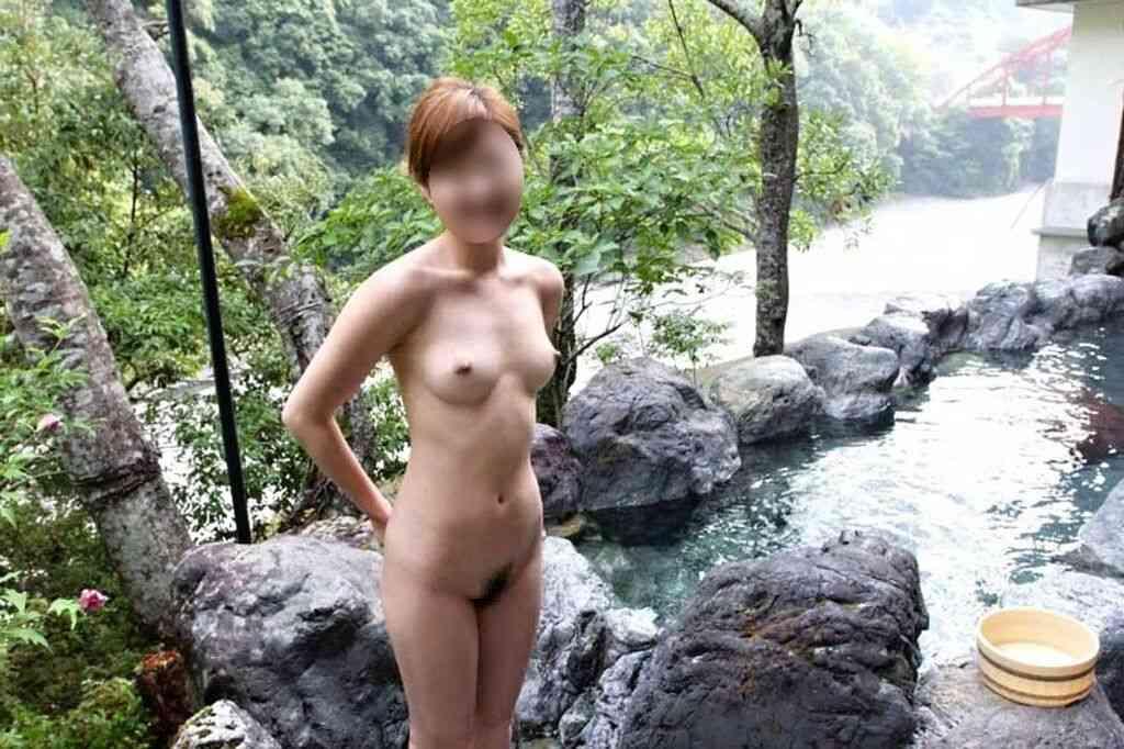 混浴露天風呂で撮影した彼女のハダカ画像 34