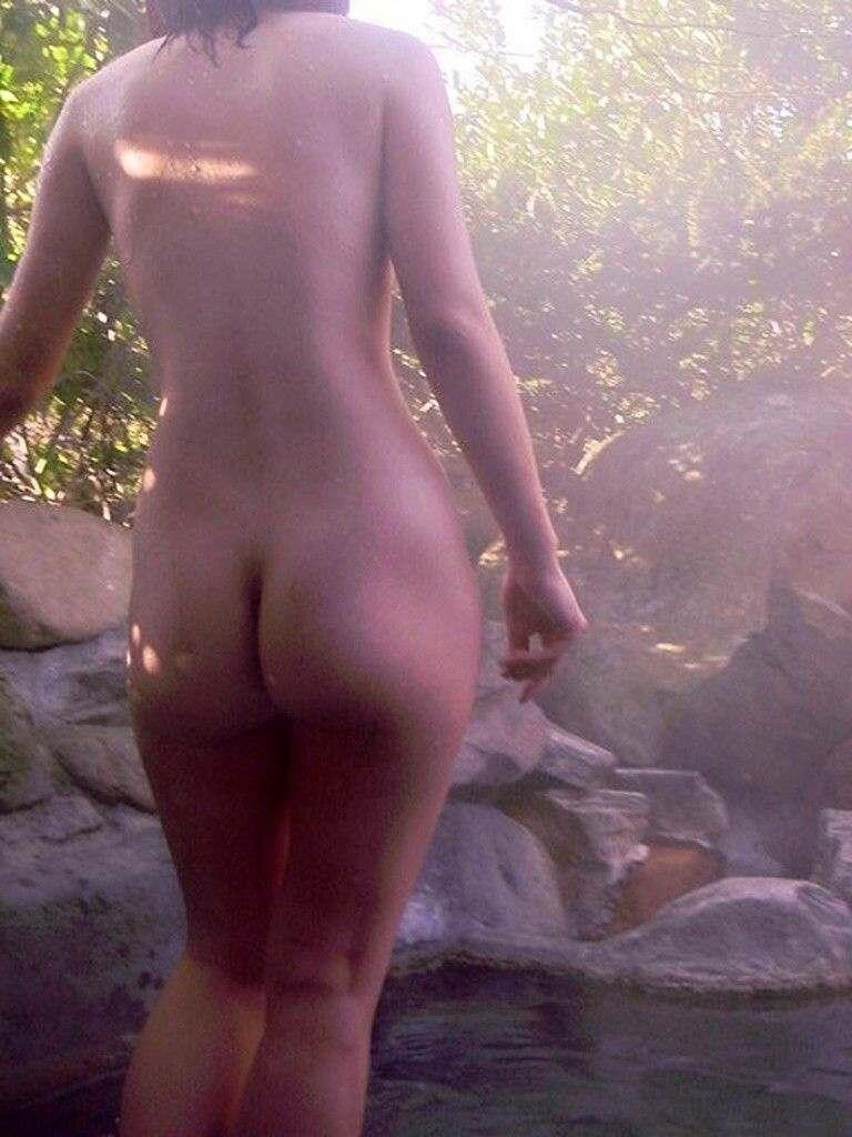 混浴露天風呂で撮影した彼女のハダカ画像 36