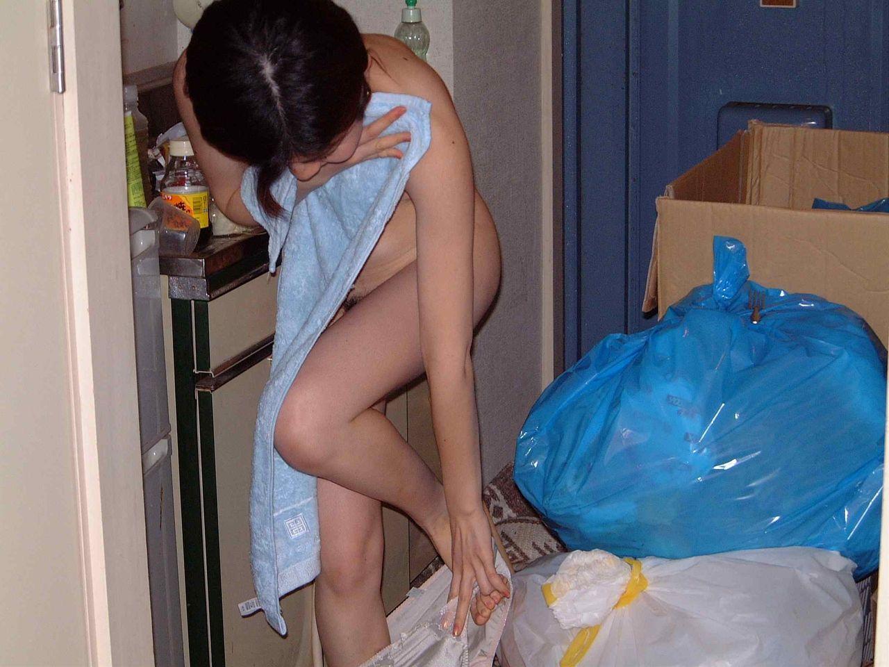 【素人】自宅で撮影された生活感溢れるリアル素人のエロ画像 37
