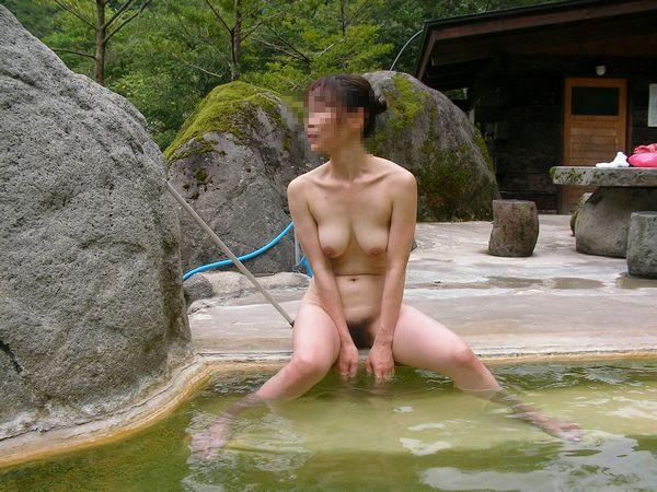 混浴露天風呂で撮影した彼女のハダカ画像 38