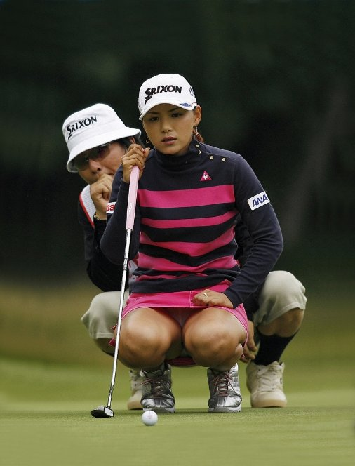 (オナネタ写真)女子ゴルファーのえろ画クレクレ~女子ゴルファーのパンツ丸見えとかえろアングル的な写真を沢山置いてるサイトを教えろ