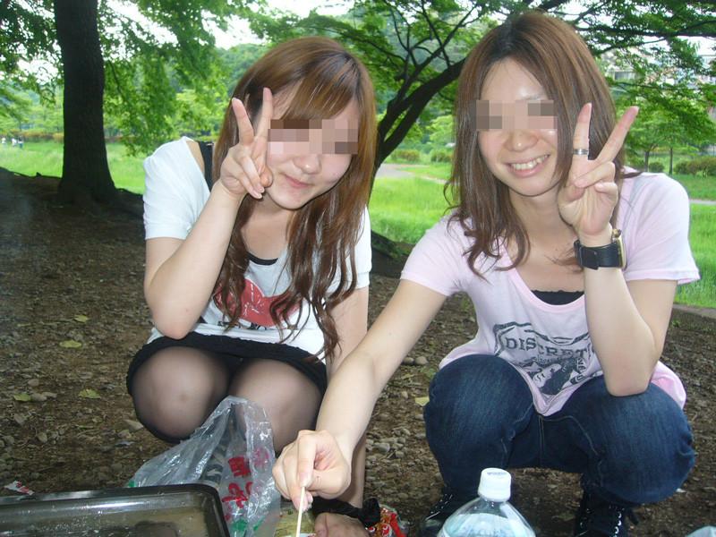 【Good!】スナップ写真でブラやパンツをチラチラさせる女子多すぎwwwwwwww