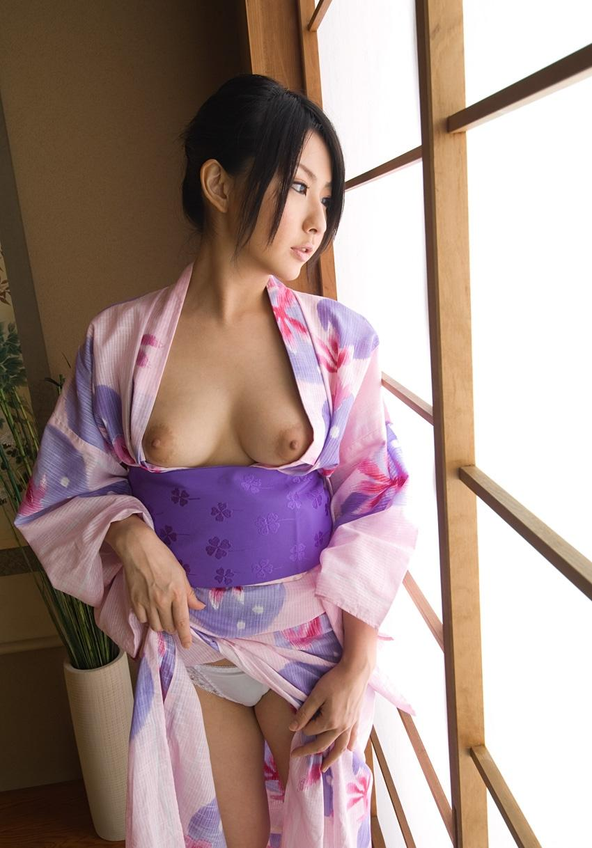浴衣を脱ぎかけた色っぽいお姉さんのエロフェチ画像 8