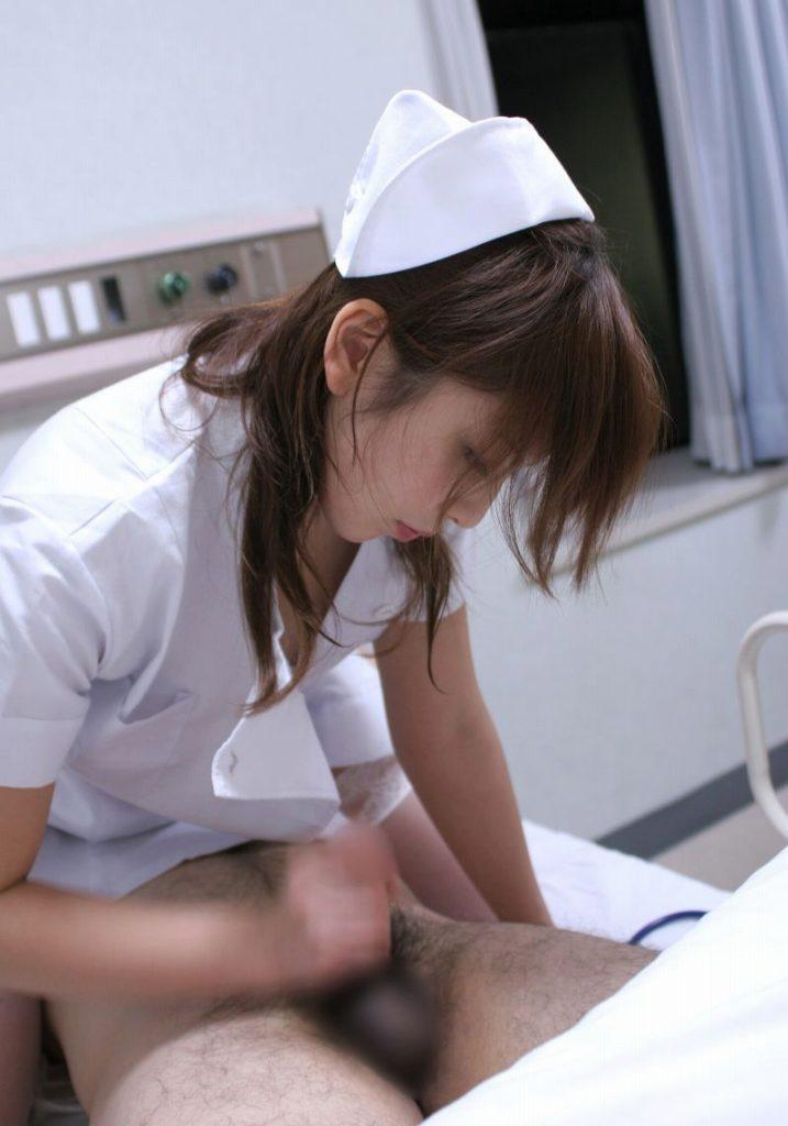 検査で精子出す時に可愛い看護婦さんに手コキしてもらった