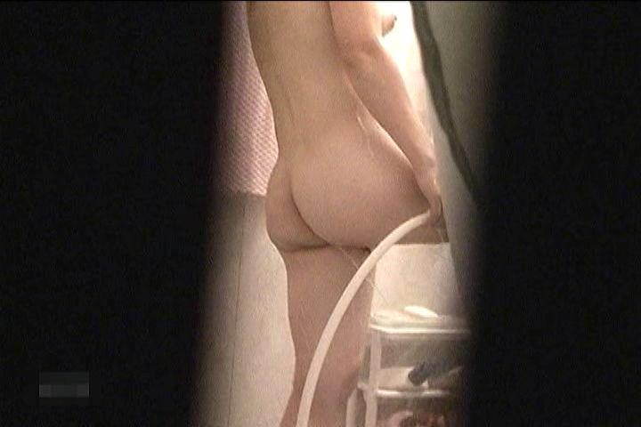【民家盗撮】ピーピングマニアが撮影した民家風呂盗撮画像 16