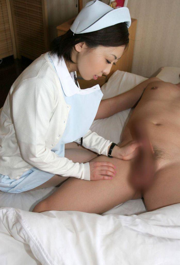 検査で精子出す時に可愛い看護婦さんに手コキしてもらった 18