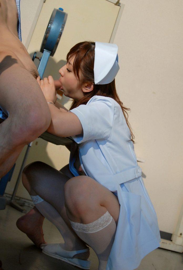 検査で精子出す時に可愛い看護婦さんに手コキしてもらった 21