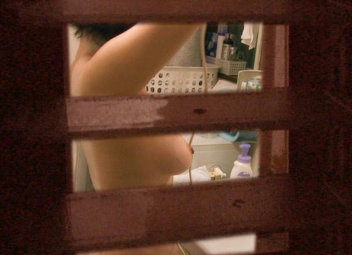 【民家盗撮】ピーピングマニアが撮影した民家風呂盗撮画像 21