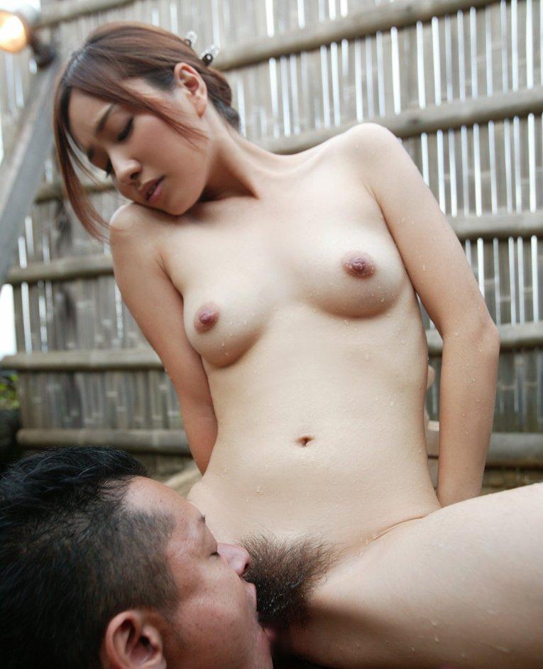 クリトリスを舐め回すと女の表情がこうなった クンニリングス画像 22