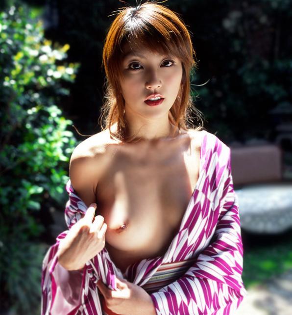 浴衣を脱ぎかけた色っぽいお姉さんのエロフェチ画像 24