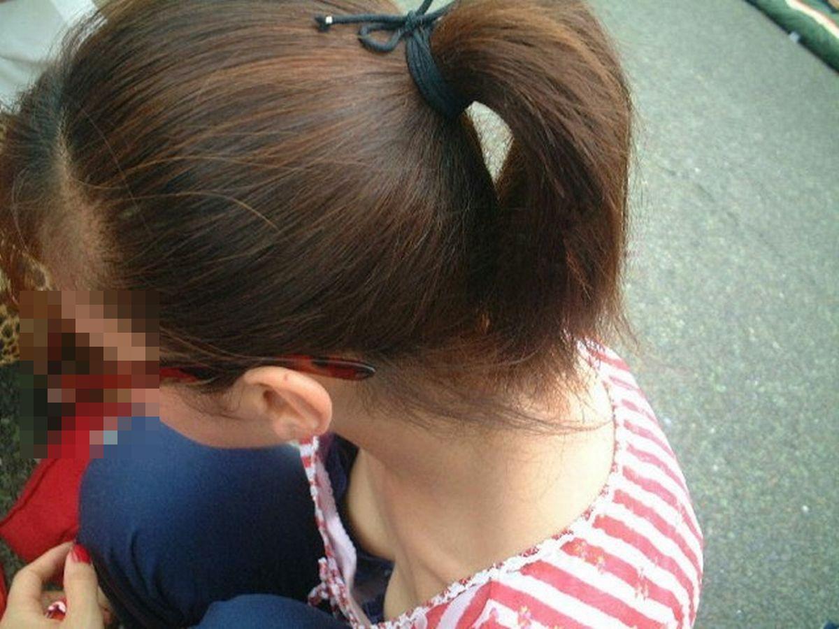 街撮り盗撮 無防備な素人女性の胸チラ画像 24
