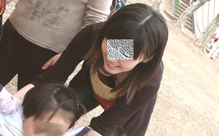 街撮り盗撮 無防備な素人女性の胸チラ画像 25