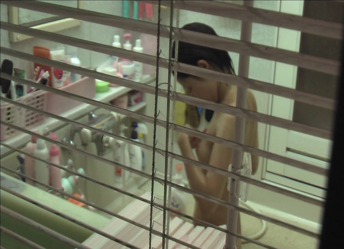 【民家盗撮】ピーピングマニアが撮影した民家風呂盗撮画像 25