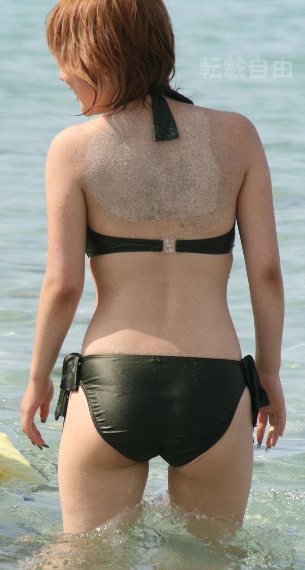 ビーチで遊んでる素人の水着 ビキニ姿のエロ画像 27