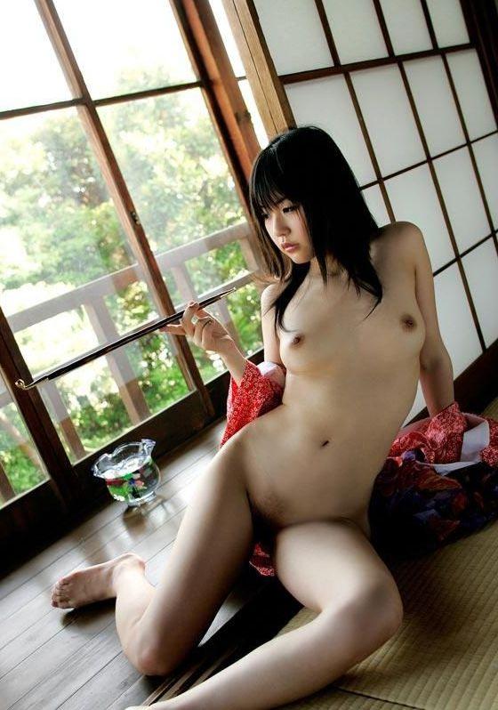 浴衣を脱ぎかけた色っぽいお姉さんのエロフェチ画像 27