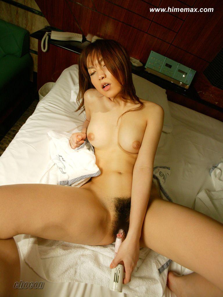 マンコの中に電動こけしを突っ込まれてアヘアヘしている女のエロ画像 36
