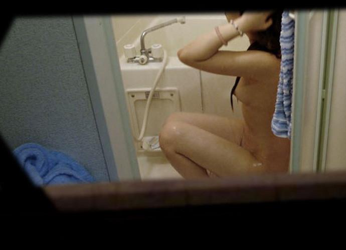 【民家盗撮】ピーピングマニアが撮影した民家風呂盗撮画像 39